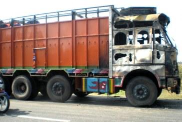 भारदहमा मालबाहक ट्रकमा आगजनी
