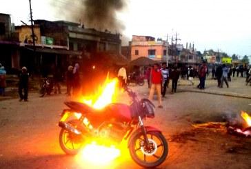 दुई ओटा मोटरसाइकलमा आगजनी
