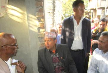मलेठ घटनाका मृतक परिवारलाई डेमोक्रेटिक पार्टीद्वारा सहयोग, सिडिओले गरे भेंटघाट